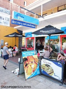 20110101_4732-Seafood-at-the-Beach_abraham-outside-street-entrance