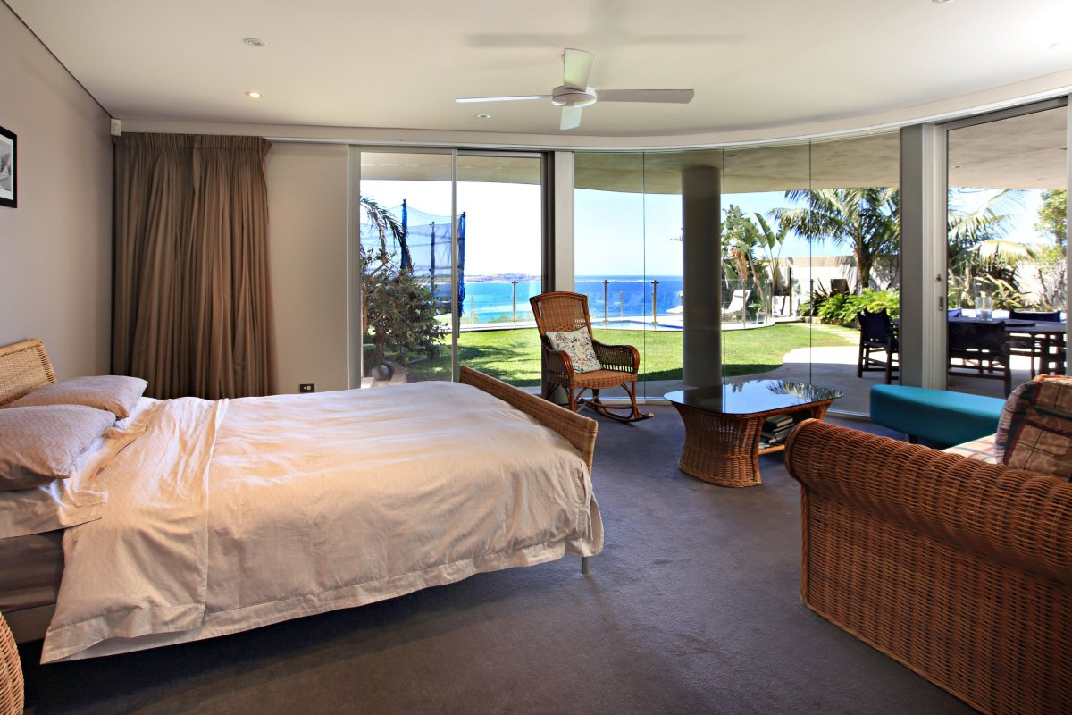 Holiday Home on the Beach Sydney Dee Why Paradiso