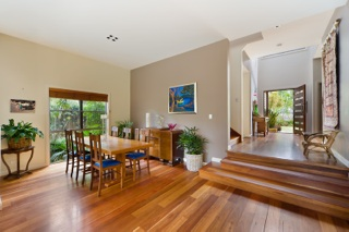 Curl Curl Sydney Beach Holiday Rental Home Dining Area