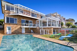 Sydney Beach House with swimming pool