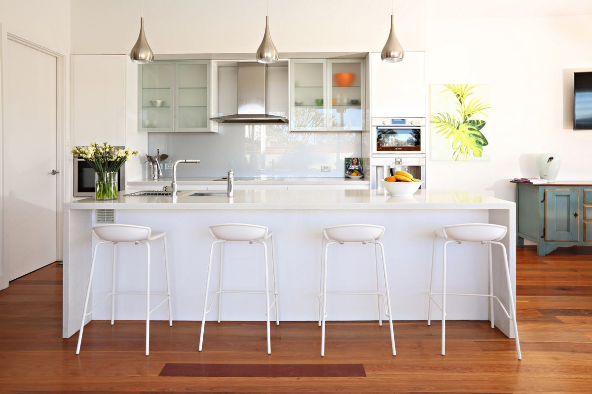 Modern Beach Haven Dining and Kitchen for holidays