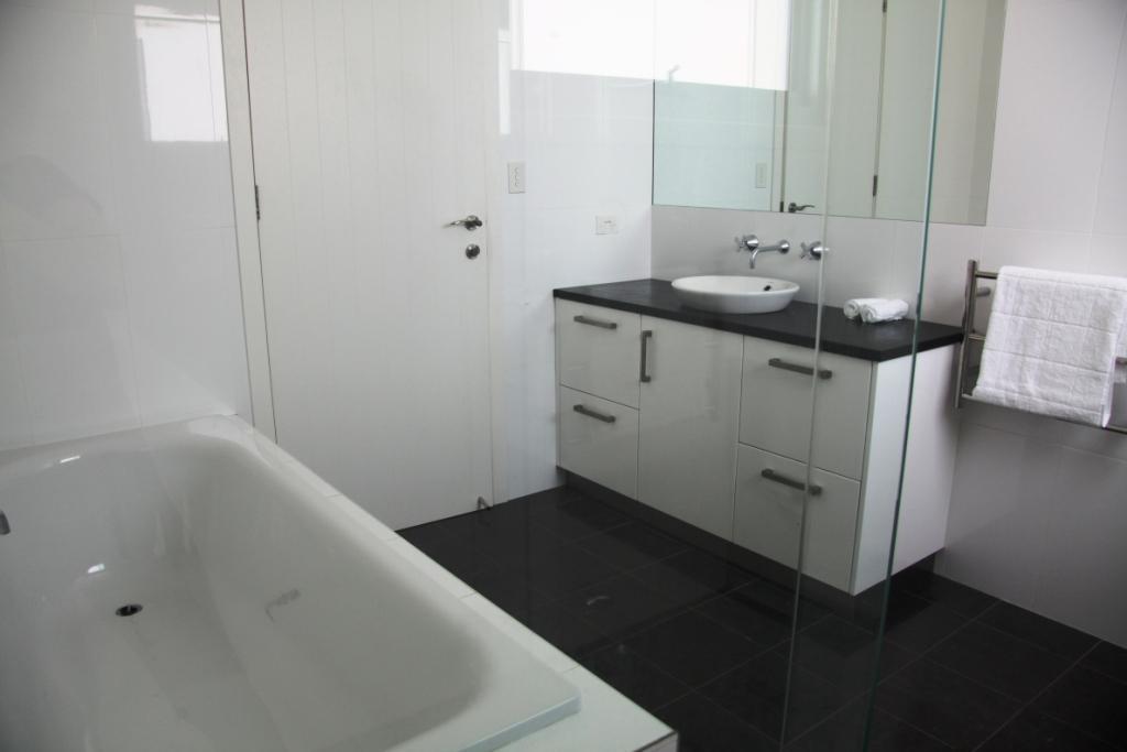 Bathroom Clifftop Vacation House Sydney Northern Beaches