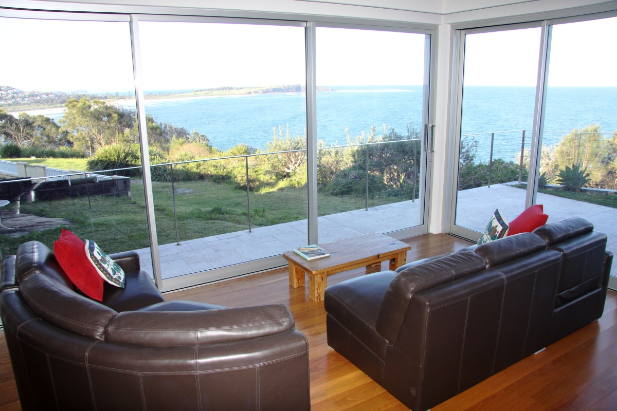 Lounge at clifftop holiday home dee why, sydney beaches