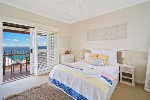Seaside Bedroom with Holiday HOme