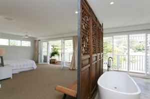 bedroom with gorgeous bath at holiday home norhtern beaches sydney