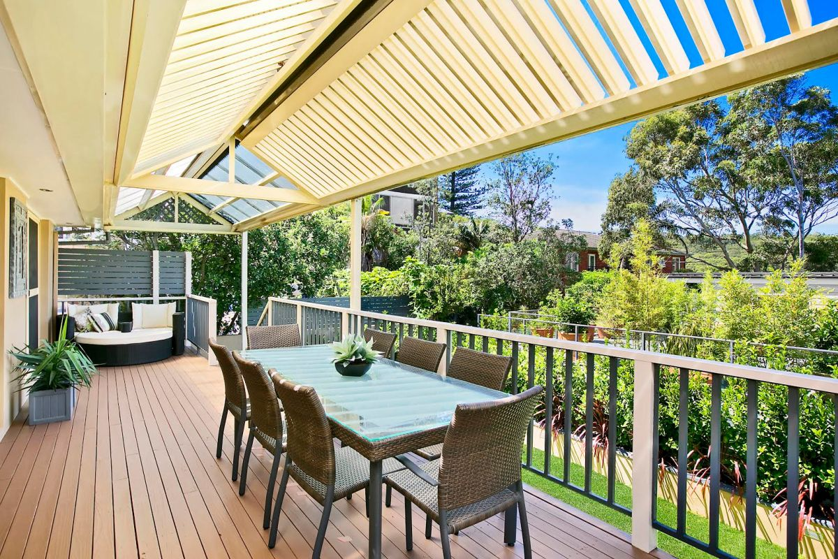 Outdoor entertaining area Manly Beach vacation house