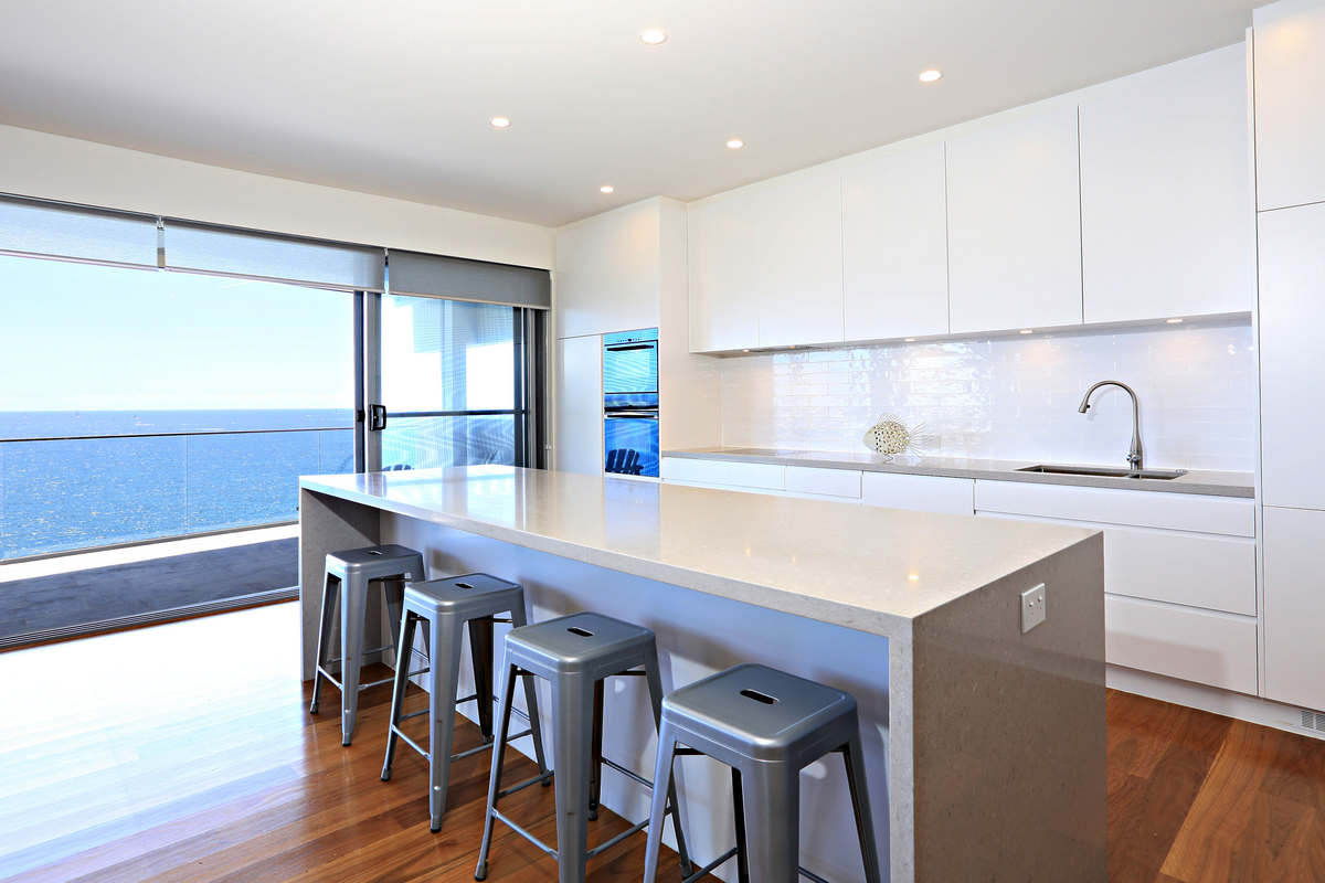 Designer kitchen for the entertainer - holiday home rental sydney ocean front