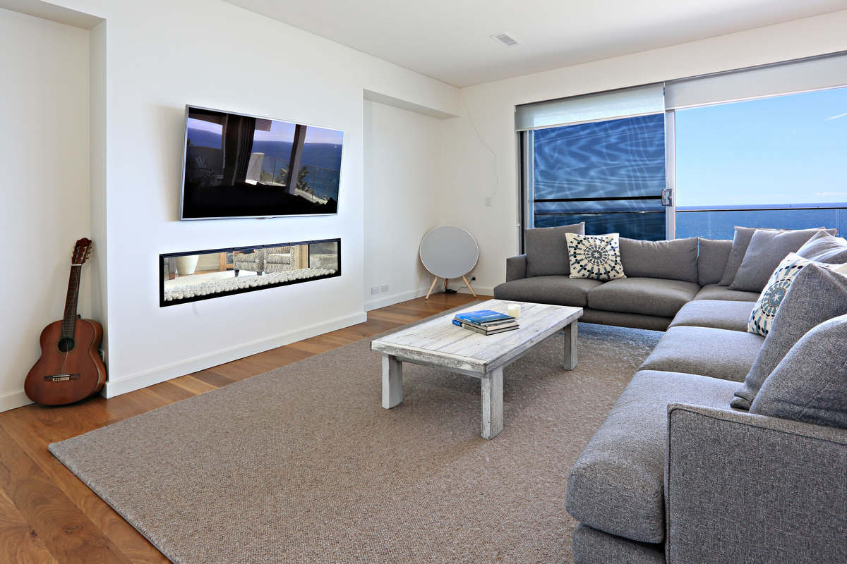 Gorgeous Fireplace for winter warmth - Dee Why Holiday Home Australia