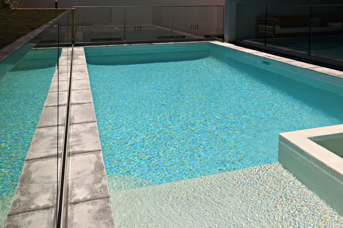 Modern pool and hot spa area - Vacation Rental Sydney Northern Beaches