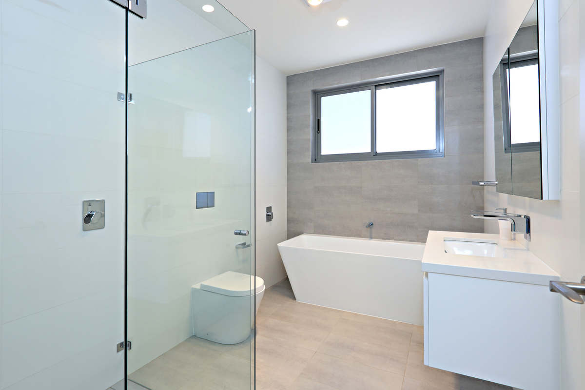 Modern luxury bathrooms cliffside holiday house Sydney Beaches